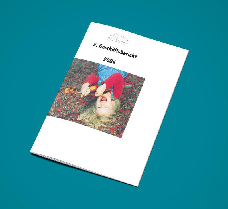 Teaser Bild von Geschäftsbericht 2004 zum Download (PDF, 2 MB)
